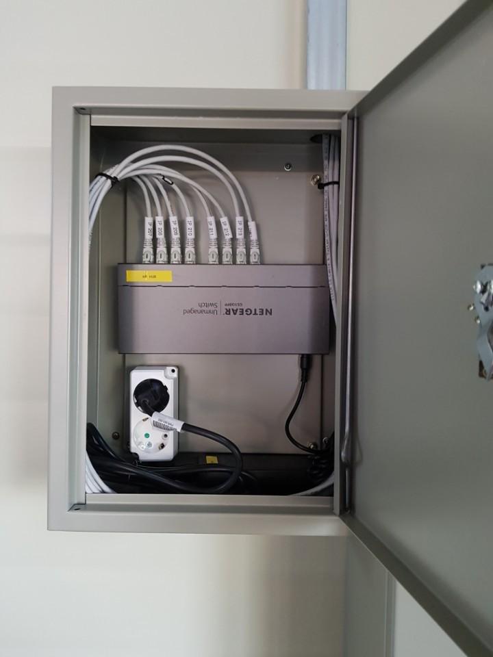 창고관리시스템 (WMS)  공장관리시스템 KOICC 물류센터 넷기어 PoE 허브, 익스트림 AP7522 설치.jpg